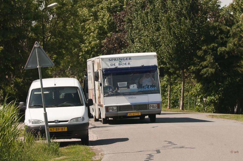 De melkboer in Wons  (Friesland)
