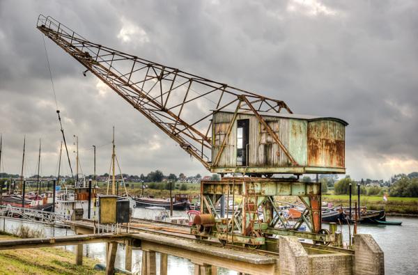 Oude kraan aan de IJssel in Zutphen  (Gelderland)