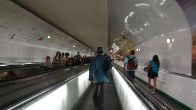 tunnel of the Paris metro