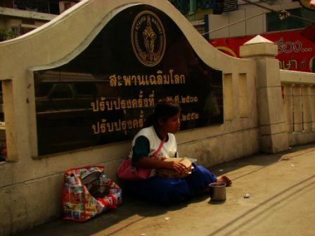 begger in thailand