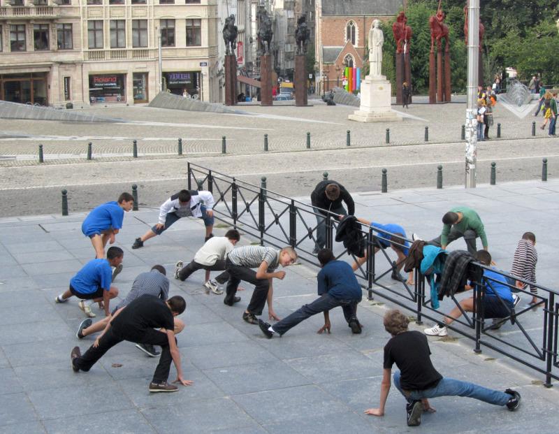 Un cours de gym de rue à Bruxelles
