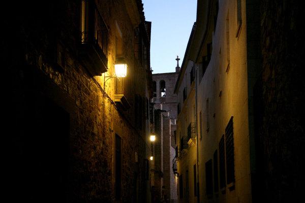 La nuit tombe sur Caceres