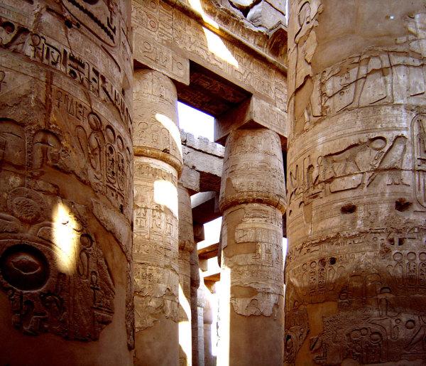 La salle hypostyle du grand temple de Carnac