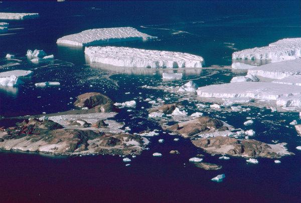 La base Dumont d'Urville sur l'ile des petrels