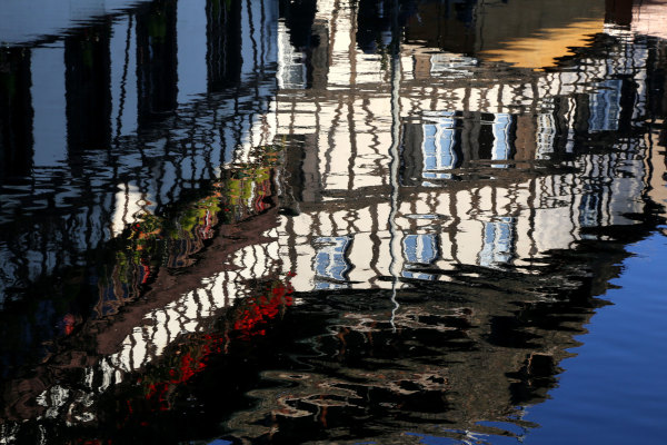 Un reflet sur le canal de la petite France