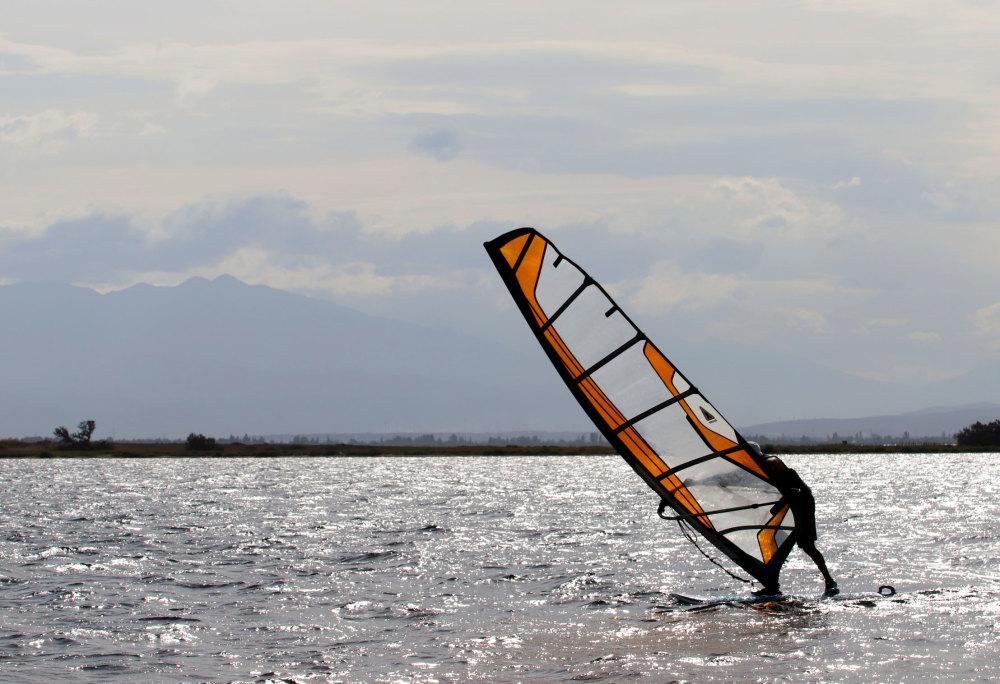 Planches à voile sur l'étang de Leucate