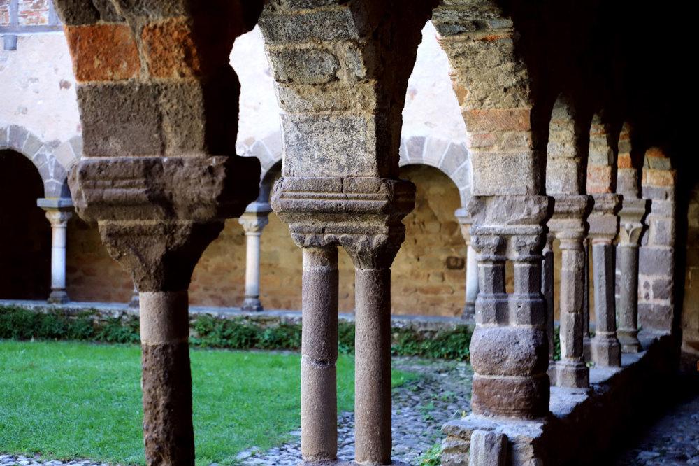 Le cloitre de l'abbaye de Lavaudieu