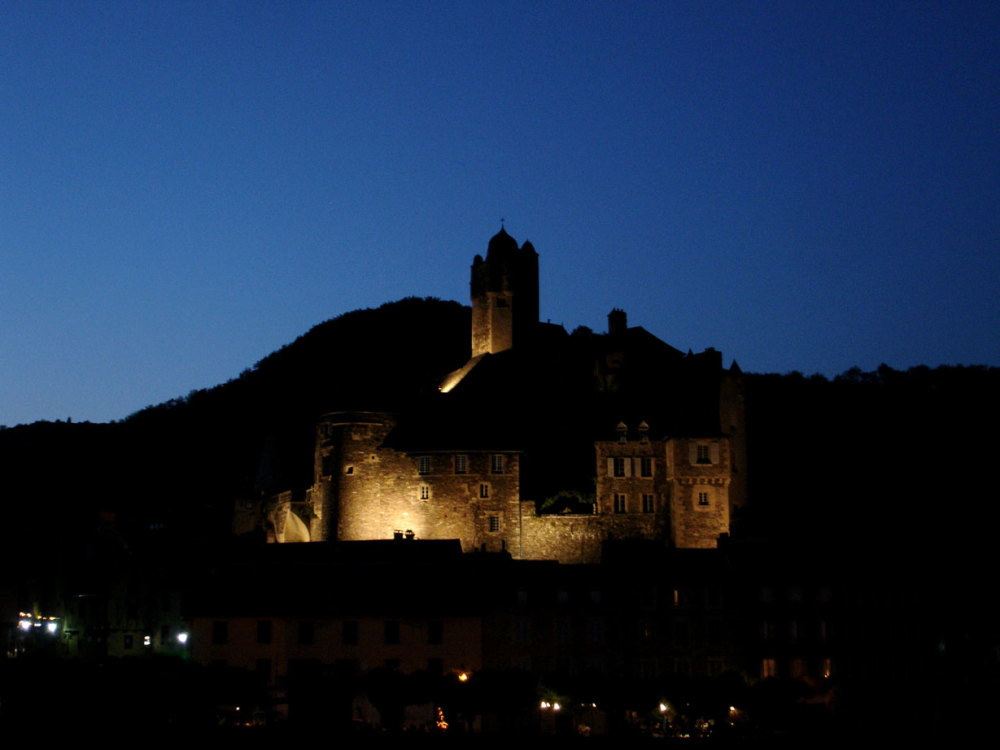 Estaing by night