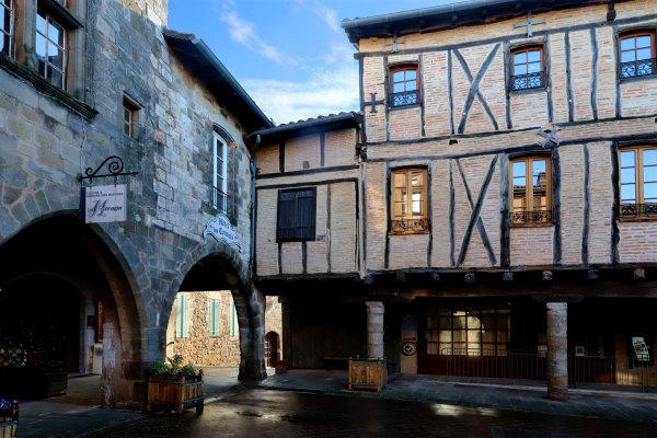 La place centrale de Castelnaud