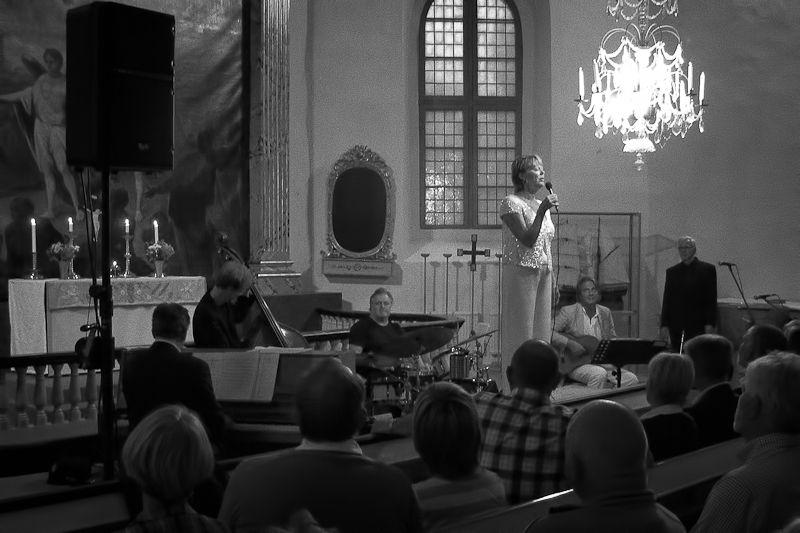 Lill Lindfors in concert at Gryt church, Sweden