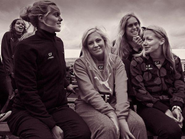 Women's Danish national handball team at ease rev.