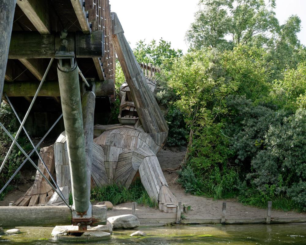 Giant Oscar under the bridge