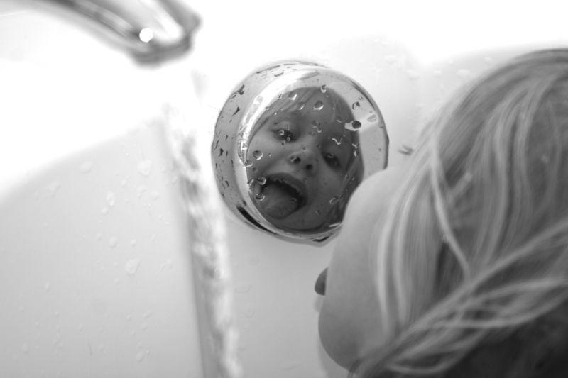 child girl photo mirror