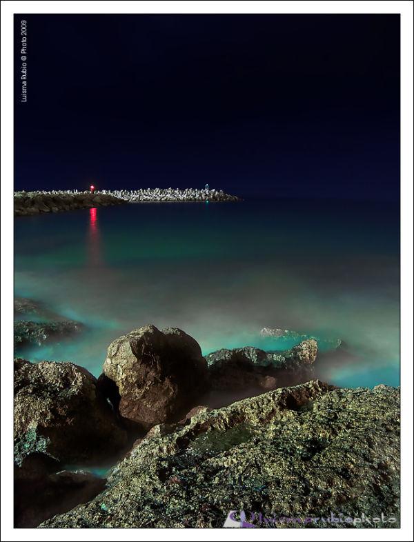 Imagen nocturna de un rincon de Alcossebre