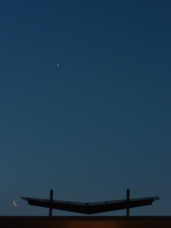 The waning moon and Venus