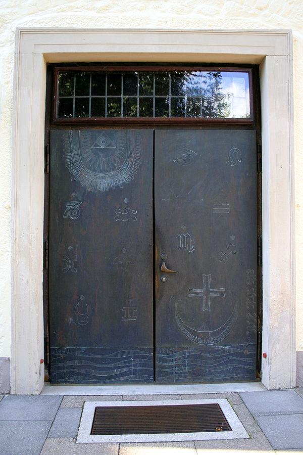 Portal von St. Josef in Gronau (Leine)
