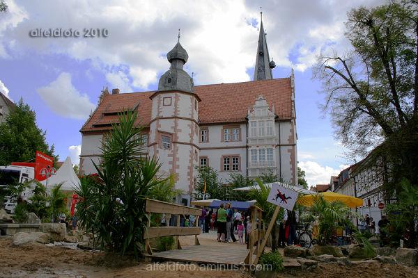 Oase mit Rathaus in Alfeld (Leine)