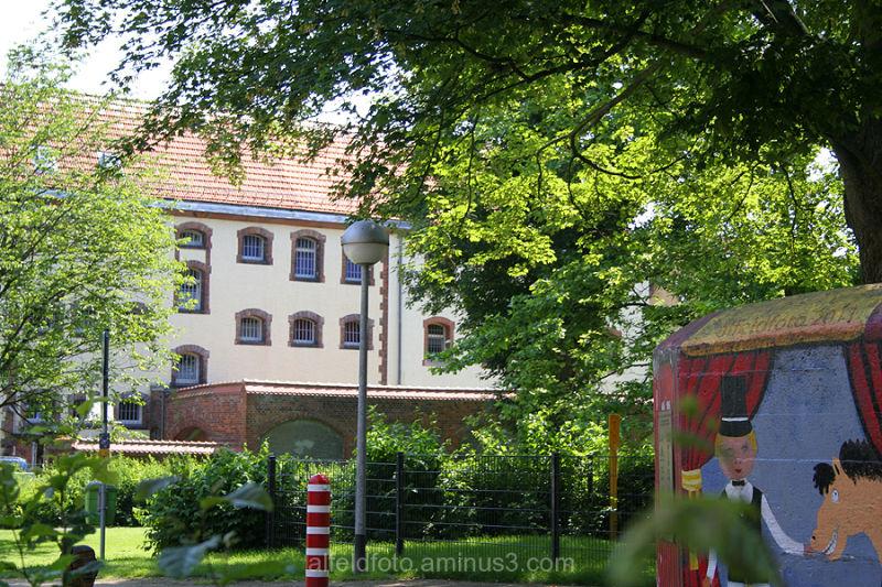 Spielplatz und Amtsgericht Alfeld (Leine)