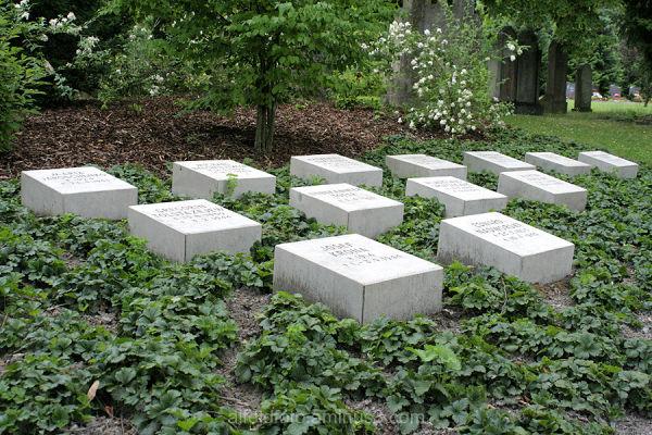 Gedenksteine auf dem Friedhof in Alfeld (Leine)