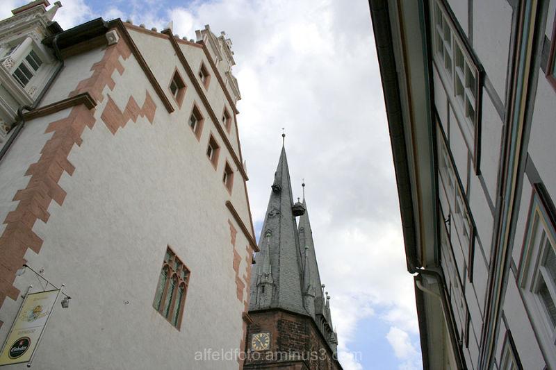 Rathaus und Sankt Nicolai in Alfeld (Leine)