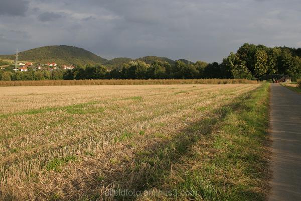 Der Weg zur Leinebrücke im Leinebergland