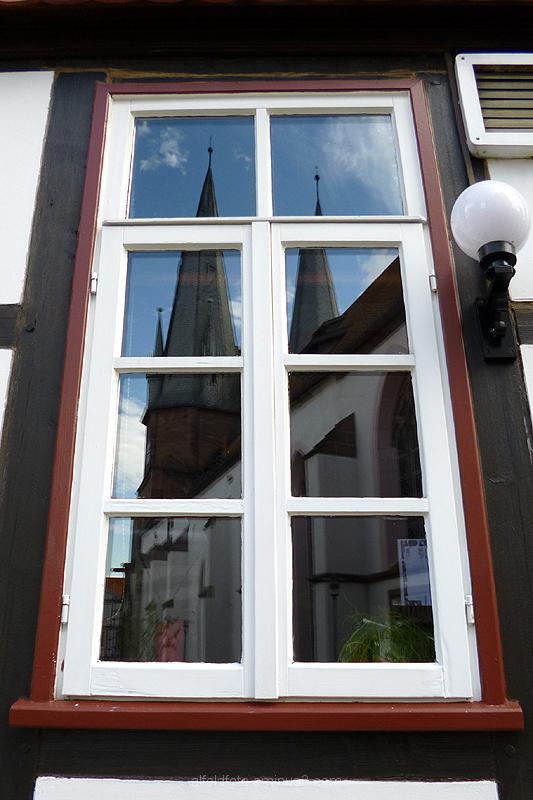 Spiegelung von Sankt Nicolai in Alfeld (Leine)