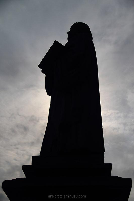 Luther-Statue auf dem Kirchplatz in Elze