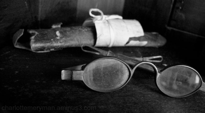 antique spectacles with leather case b-w