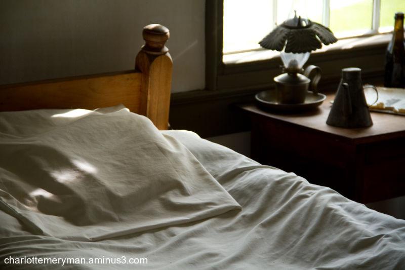 Shaker bedside