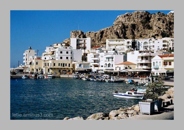 petit port tranquille en mer Egée