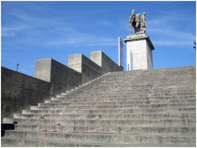 escalier du pont d'Iéna à Paris