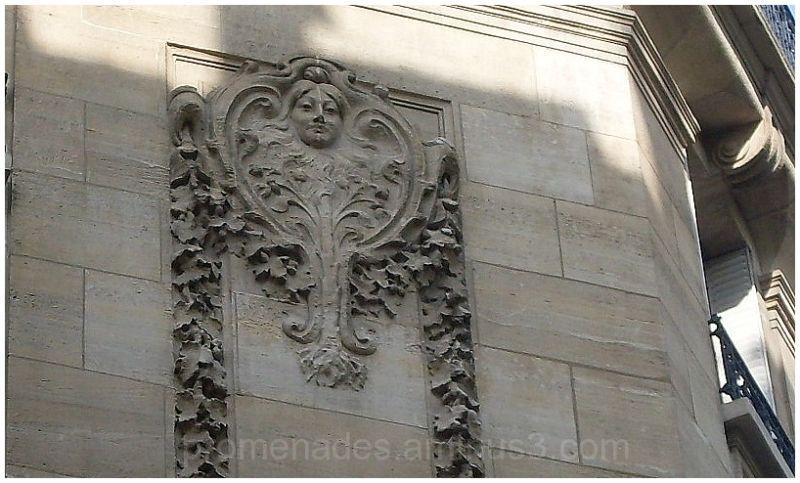 visage en façade d'immeuble