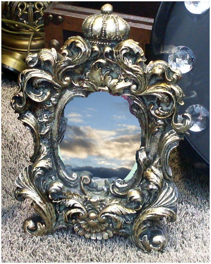 miroir dans une vitrine avec nuages