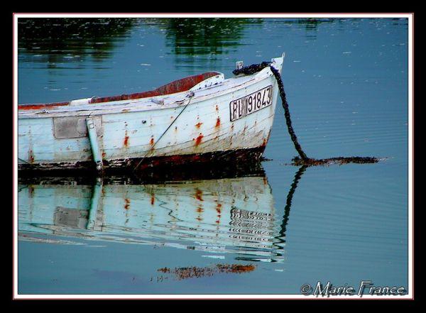 Reflet de barque en mer