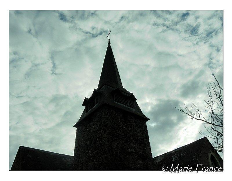 clocher sur fond de ciel