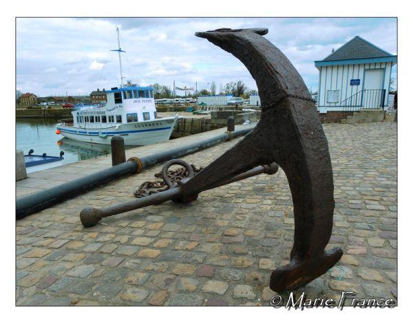 Une ancre de marine sur le port d'Honfleur