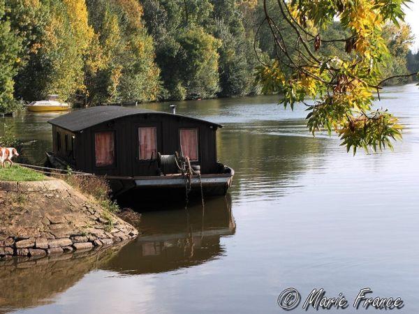 Bateau -habitation sur la Mayenne