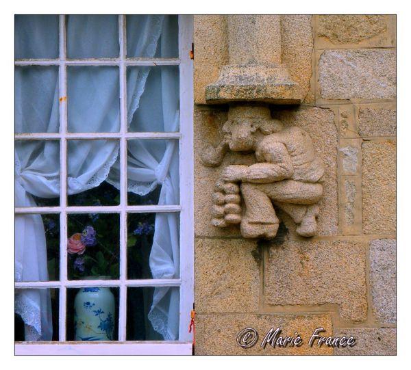 Façade de maison bretonne sculptée