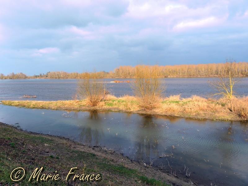 La Loire sous le ciel noir...