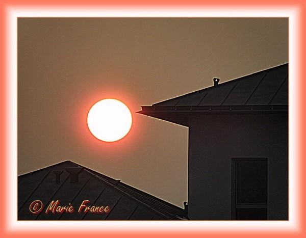 soleil rouge à contre jour