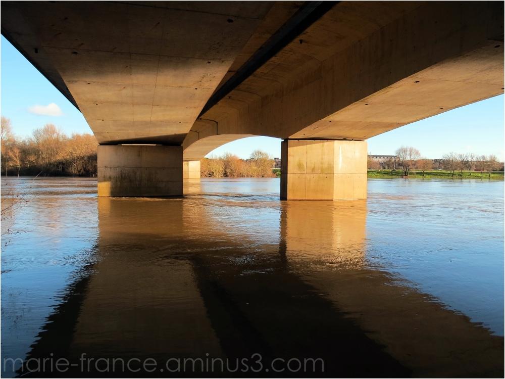 Sous un pont d'Angers