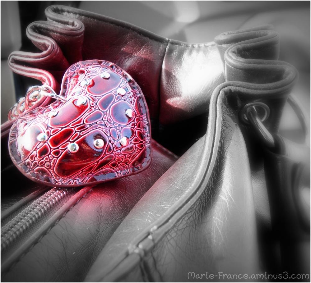 petit coeur sur un sac à main