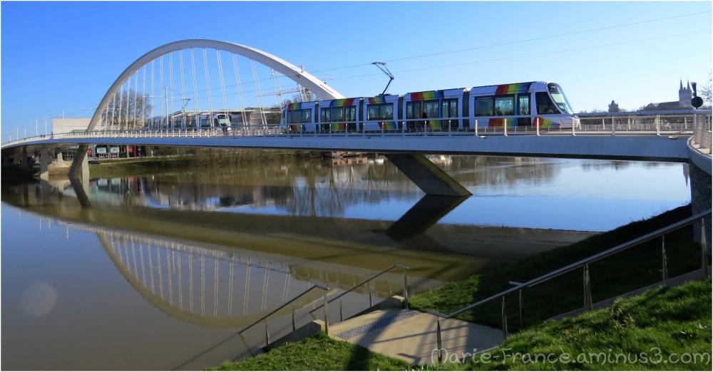 Le pont du tramway à Angers