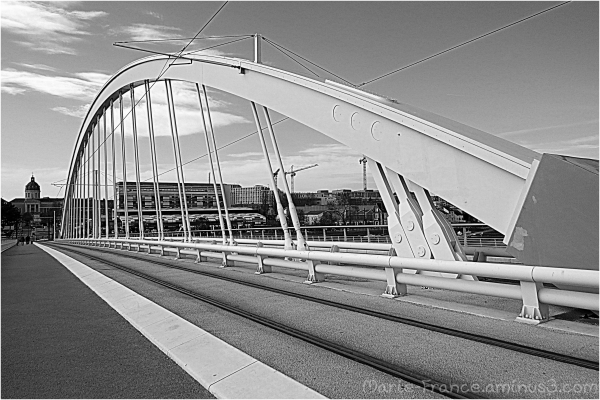 Pont du tramway à Angers
