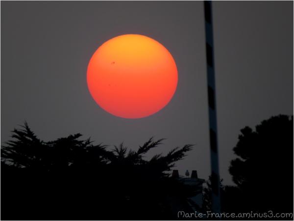 Soleil rouge avant le coucher