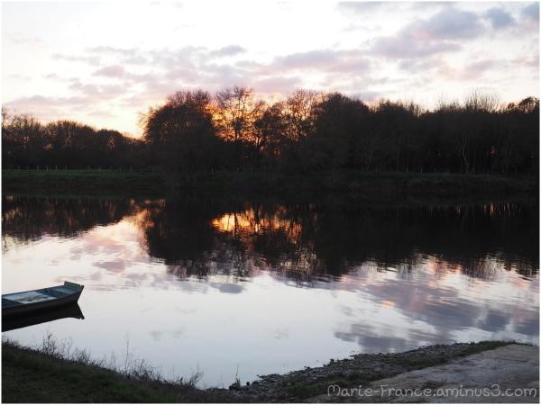 bord de rivière un soir au coucher de soleil...