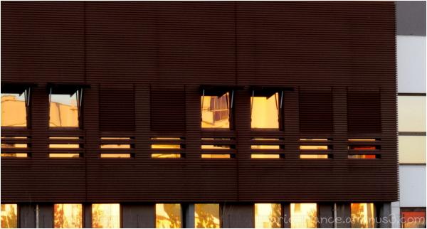 reflets du soleil dans un immeubles de bureaux