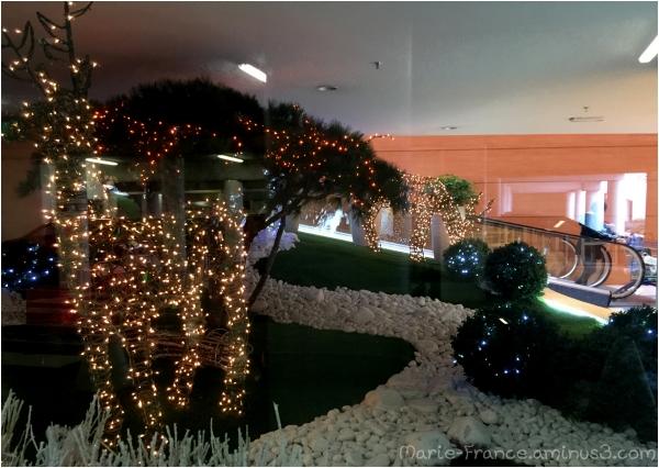 Décorations de Noël dans un supermarché