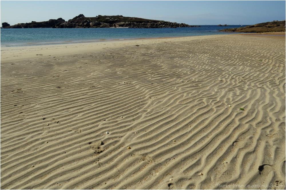 Dessins laissés sur le sable par les vagues...