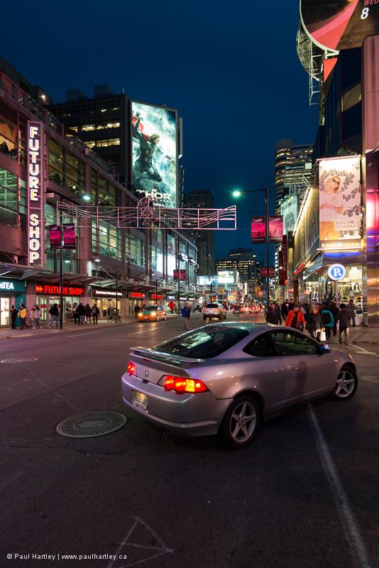 car turning off of yonge street